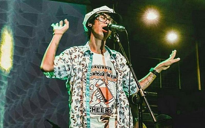 https: img-o.okeinfo.net content 2018 07 12 205 1921671 hebohkan-asia-lewat-musik-reggae-denny-frust-luncurkan-album-kedua-cisYW5pJPr.jpg