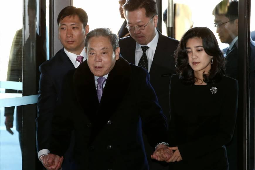 https: img-o.okeinfo.net content 2018 07 13 320 1922088 bos-samsung-jadi-orang-paling-kaya-di-korea-selatan-D2VlCO4hSZ.jpg