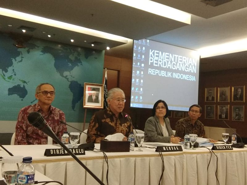 https: img-o.okeinfo.net content 2018 07 13 320 1922164 minggu-depan-mendag-boyong-pengusaha-indonesia-ke-amerika-bahas-gsp-M7IA1n4dPh.jpg