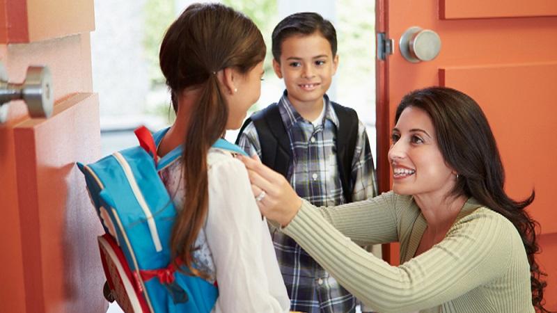 https: img-o.okeinfo.net content 2018 07 16 196 1923054 orangtua-sempatkan-antar-anak-ke-sekolah-ini-dampak-positif-buat-si-kecil-TcQ3ljJlQK.jpg