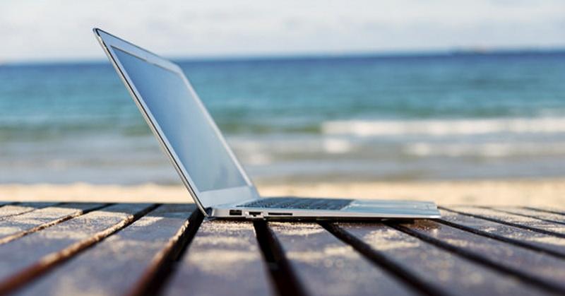 https: img-o.okeinfo.net content 2018 07 16 57 1923086 3-daftar-laptop-terbaik-untuk-traveller-HYjGY8O9VM.jpg