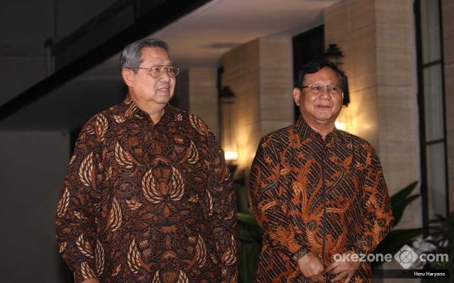 https: img-o.okeinfo.net content 2018 07 25 194 1926993 sby-prabowo-bertemu-bahas-politik-dresscode-batik-jawa-tengahan-jadi-sorotan-5LKJKbt7m7.jpg