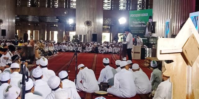 https: img-o.okeinfo.net content 2018 07 25 338 1926975 pengajian-akbar-di-istiqlal-waketum-dmi-sebut-indonesia-butuh-300-ribu-ustadz-p7HWJ1nCF4.jpg