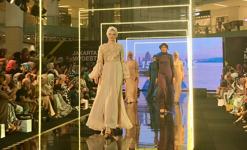 https: img-o.okeinfo.net content 2018 07 26 194 1927904 recomended-ini-4-looks-fashion-style-ala-middle-east-yang-kekinian-I8LDX6frgJ.jpg