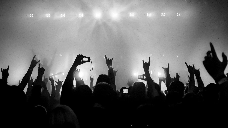 https: img-o.okeinfo.net content 2018 07 26 196 1927736 ketika-anak-metal-headbang-sambil-sholawatan-videonya-jadi-viral-KJcyOwm23b.jpg