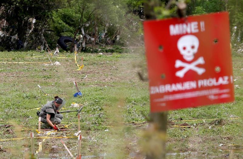 https: img-o.okeinfo.net content 2018 07 29 18 1928972 pemburu-di-bosnia-tewas-setelah-tersasar-ke-ladang-ranjau-gdgPOpCYir.jpg
