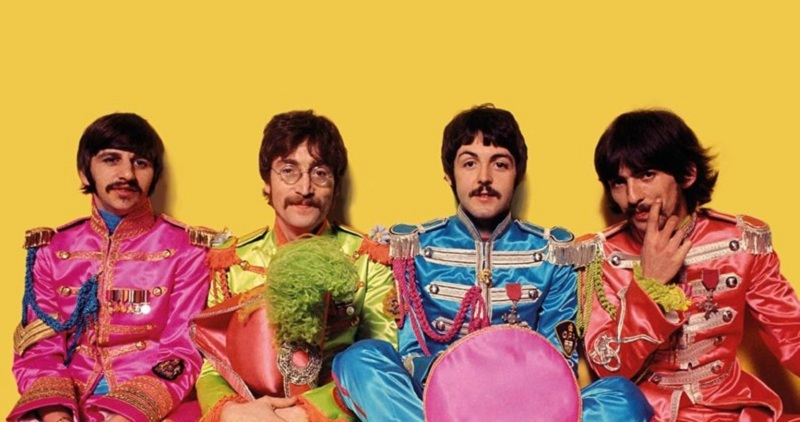 https: img-o.okeinfo.net content 2018 08 01 206 1930088 the-beatles-pernah-ingin-buat-film-lord-of-the-rings-Hk78Sx1L4m.jpg