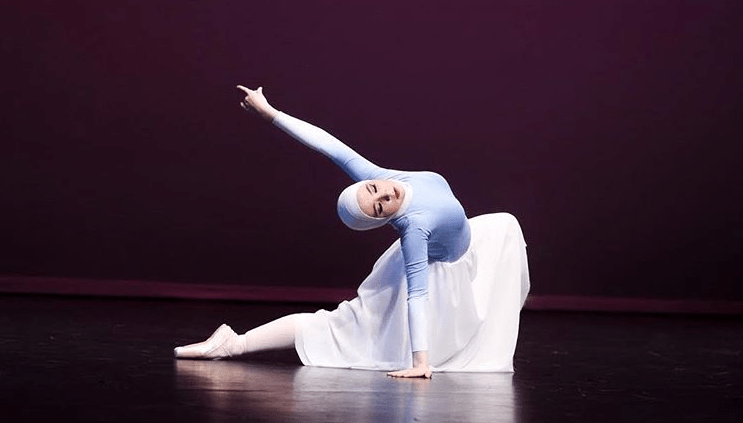 https: img-o.okeinfo.net content 2018 08 06 196 1932563 kisah-balerina-berhijab-yang-sempat-ditolak-ikut-sekolah-balet-kelas-internasional-g8zNrytDwK.png