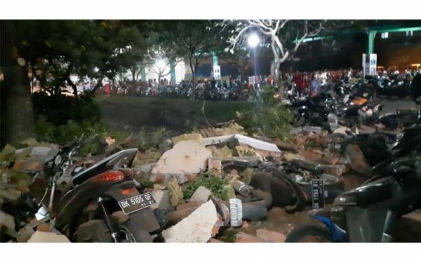 https: img-o.okeinfo.net content 2018 08 07 65 1933050 gempa-lombok-ui-kirim-tim-medis-dan-tanggap-darurat-ke-lombok-ThUZIoGeWC.jpg