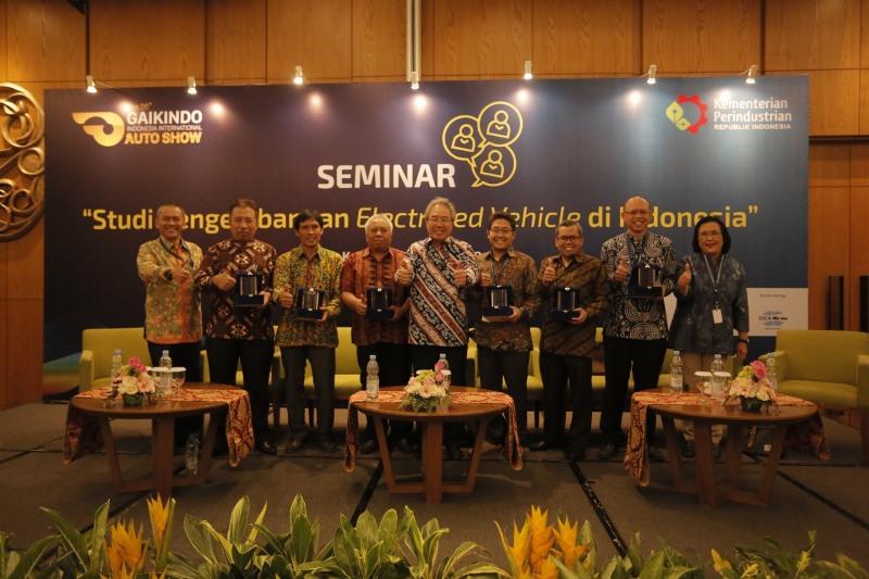 https: img-o.okeinfo.net content 2018 08 09 15 1934355 teknologi-hybrid-menjadi-tahap-awal-bagi-indonesia-sebelum-masuk-mobil-listrik-uEUWzf6v3G.jpeg