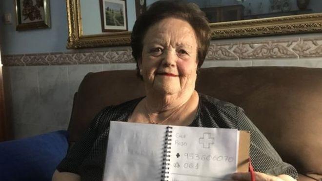 https: img-o.okeinfo.net content 2018 08 10 18 1934559 nenek-buta-huruf-ini-bisa-gunakan-telepon-berkat-coretan-cucunya-VhjG7zafWz.jpg