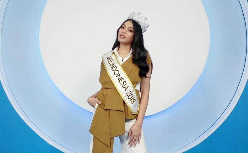 https: img-o.okeinfo.net content 2018 08 12 196 1935503 cerita-di-balik-bakat-terpendam-miss-indonesia-2018-alya-nurshabrina-di-bidang-lukis-OOLCMgenYn.jpg