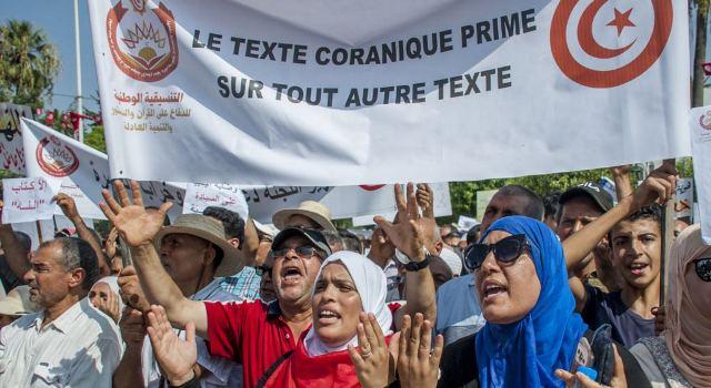 https: img-o.okeinfo.net content 2018 08 13 18 1935599 ribuan-muslim-tunisia-protes-usulan-terkait-homoseksual-dan-kesetaraan-gender-W0DDMFcMiO.jpg