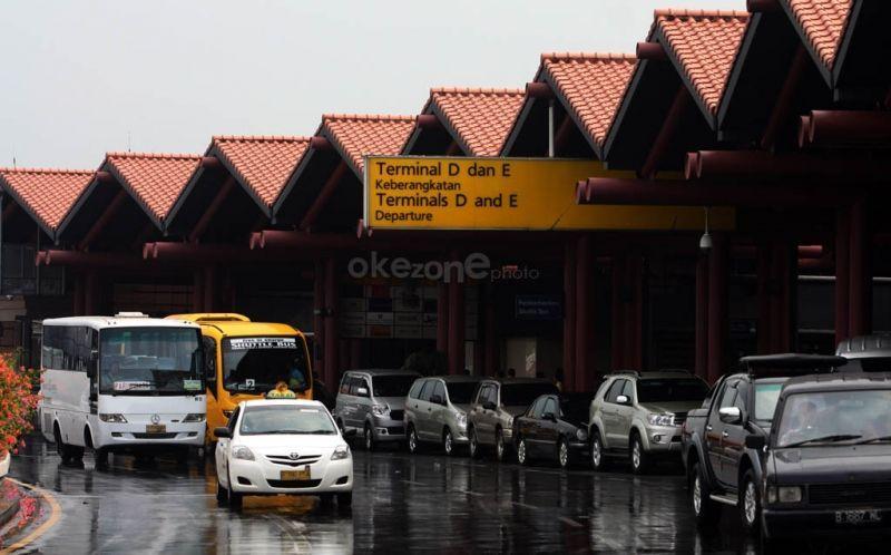 https: img-o.okeinfo.net content 2018 08 13 338 1935758 tidak-prioritaskan-penumpang-pengelolaan-taksi-di-bandara-dikhawatirkan-kian-memburuk-XEW1HCTSpK.jpg