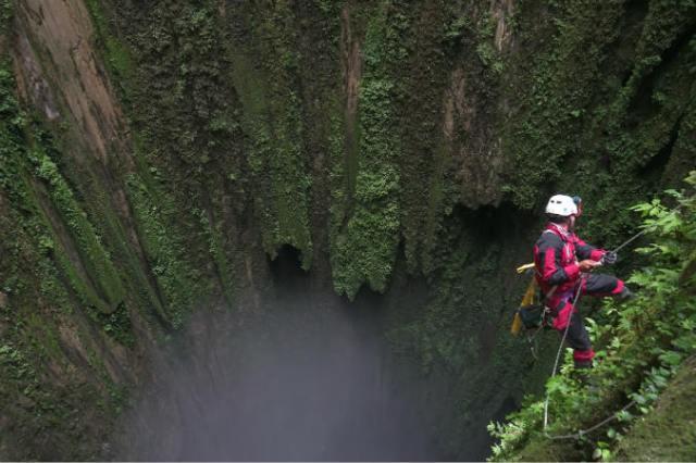 https: img-o.okeinfo.net content 2018 08 16 340 1937336 ekspedisi-menembus-dasar-gua-vertikal-terdalam-di-indonesia-2s7imbVtdE.jpg