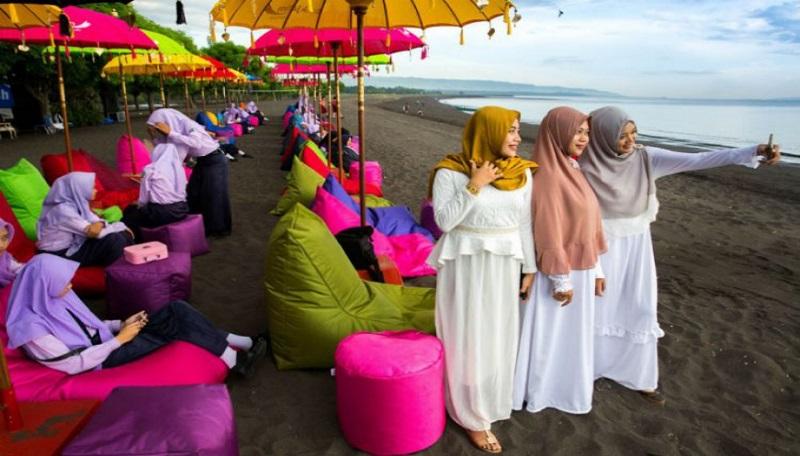 https: img-o.okeinfo.net content 2018 08 18 406 1938371 bangganya-halal-tourism-indonesia-terbaik-di-dunia-ini-daerah-daerahnya-tiwCsEYBpH.jpg