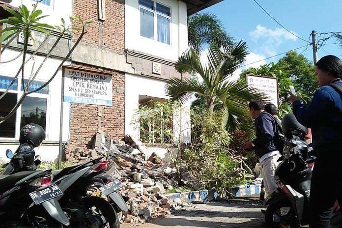 https: img-o.okeinfo.net content 2018 08 20 340 1938852 bangunan-sekolah-di-bali-rusak-akibat-gempa-lombok-material-berjatuhan-JFf13FFYF7.jpeg