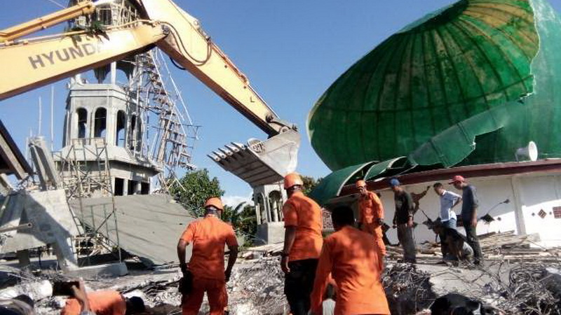 https: img-o.okeinfo.net content 2018 08 23 337 1940152 6-319-personel-terlibat-dalam-penanganan-darurat-bencana-gempa-lombok-w0HYvJ9ucH.jpg