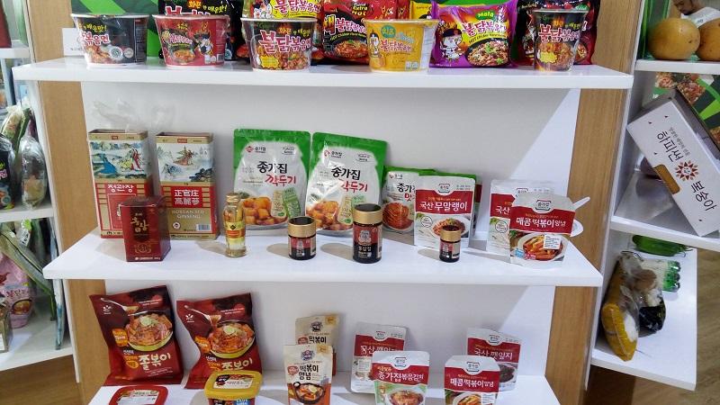 https: img-o.okeinfo.net content 2018 08 27 298 1941977 ini-surganya-belanja-camilan-korea-di-ibu-kota-BK16ctHZN4.jpg