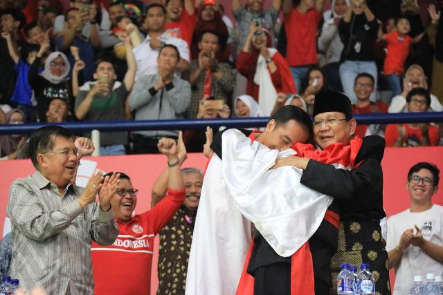 Pelukan Mesra Hanifan ke Jokowi & Prabowo Terasa Sejuk ...