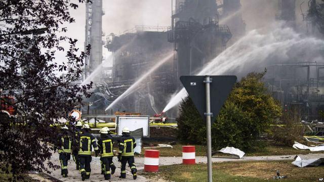 https: img-o.okeinfo.net content 2018 09 02 18 1944755 kilang-minyak-terbakar-8-karyawan-terluka-dan-ribuan-warga-dievakuasi-WGTTzJFj4k.jpg