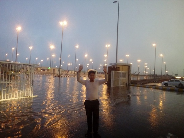 https: img-o.okeinfo.net content 2018 09 05 453 1946627 madinah-diguyur-hujan-jamaah-haji-sambut-suka-cita-eCICbm36z4.jpg