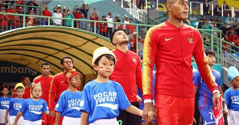 https: img-o.okeinfo.net content 2018 09 07 196 1947335 haru-dan-bangga-melani-putri-lihat-anaknya-jadi-player-escort-sepakbola-asian-games-2018-Bco1dgGwSZ.jpg