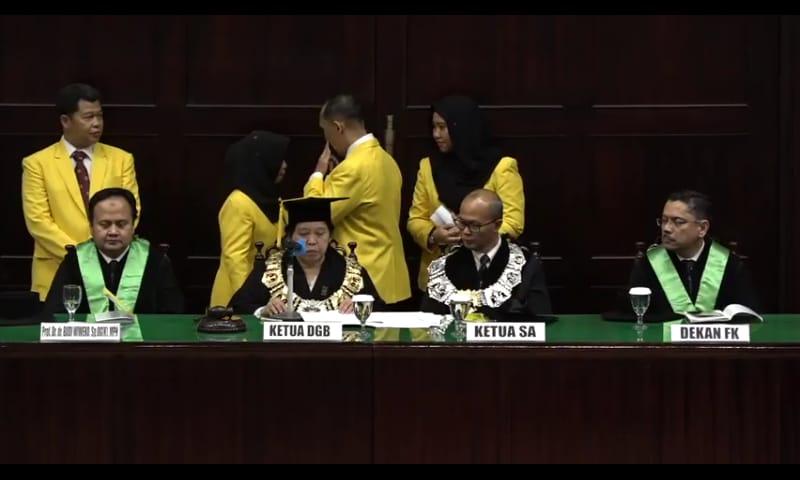 https: img-o.okeinfo.net content 2018 09 08 65 1947862 pengukuhan-guru-besar-termuda-fakultas-kedokteran-universitas-indonesia-3hCRr6r3gA.jpeg