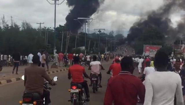 https: img-o.okeinfo.net content 2018 09 11 18 1948862 truk-tangki-gas-di-nigeria-meledak-35-orang-meninggal-pneUv8ljhq.jpg