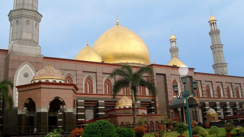 https: img-o.okeinfo.net content 2018 09 11 406 1948921 rayakan-tahun-baru-islam-asyiknya-kunjungi-5-destinasi-wisata-islami-ini-HJZKwSLhmC.jpg