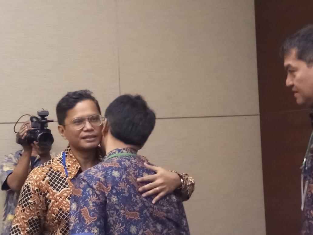 https: img-o.okeinfo.net content 2018 09 12 320 1949604 salam-perpisahan-pahala-dengan-karyawan-garuda-indonesia-8C4MIueoI7.jpeg