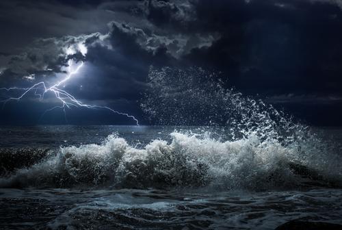 https: img-o.okeinfo.net content 2018 09 12 56 1949608 siklon-tropis-mangkhut-picu-hujan-lebat-dan-gelombang-badai-zks8CyGBnz.jpg