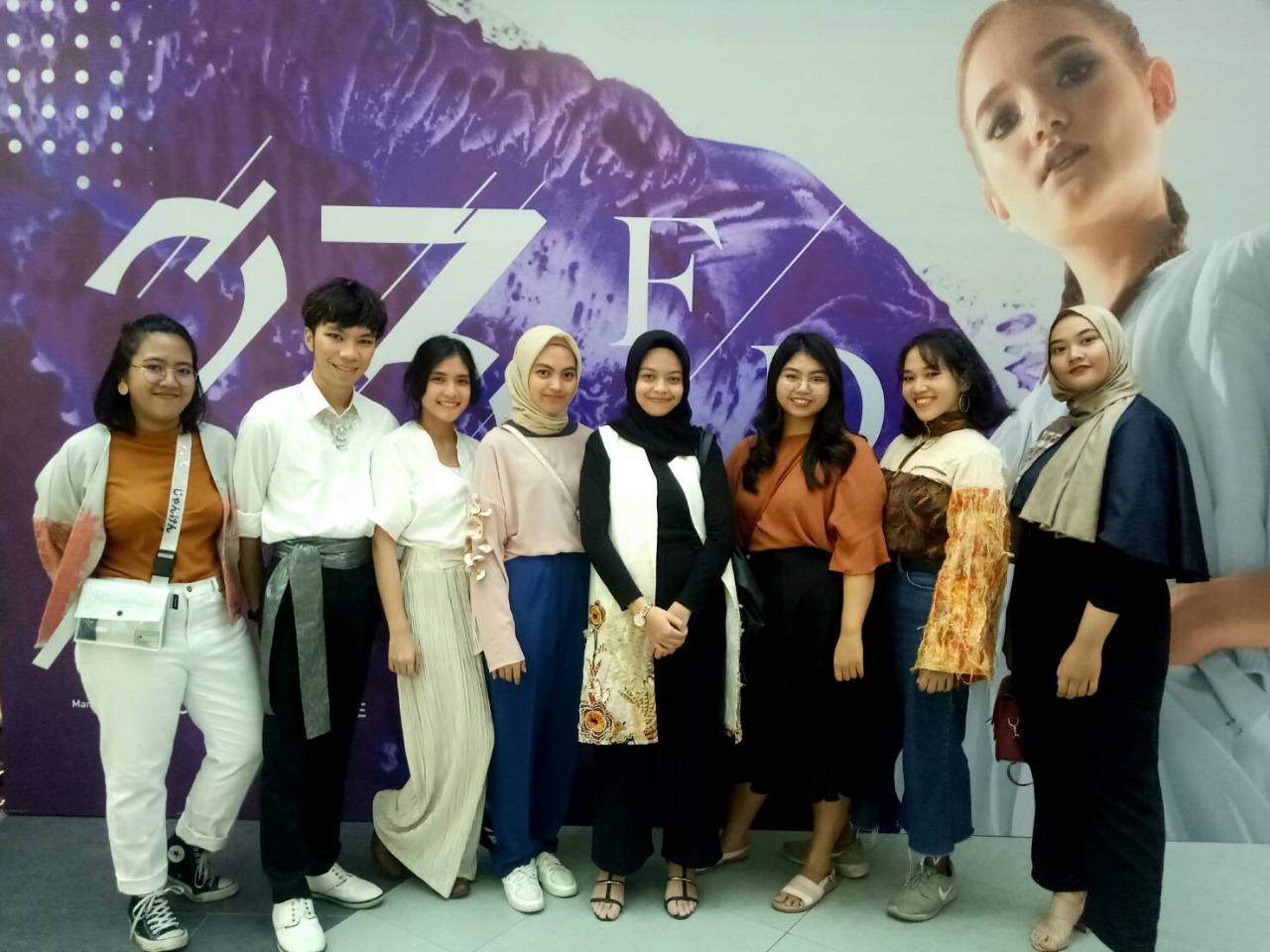 https: img-o.okeinfo.net content 2018 09 12 65 1949634 mahasiswa-itb-tampil-dalam-pameran-fashion-terbesar-di-bandung-s4KpnRLDwz.jpeg