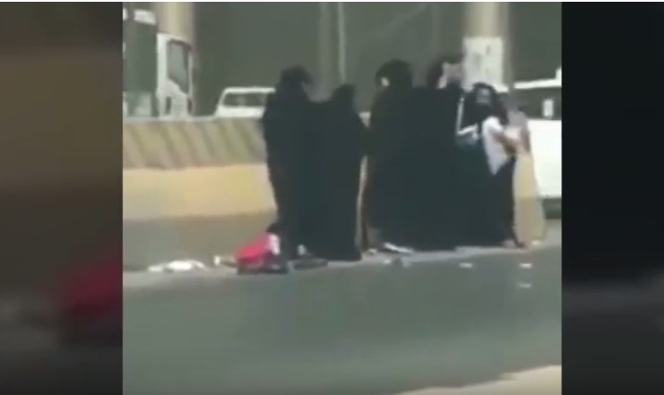 https: img-o.okeinfo.net content 2018 09 13 196 1950089 anak-malang-ini-jadi-korban-2-kelompok-wanita-yang-berkelahi-videonya-viral-PZGzfZVvnI.jpg