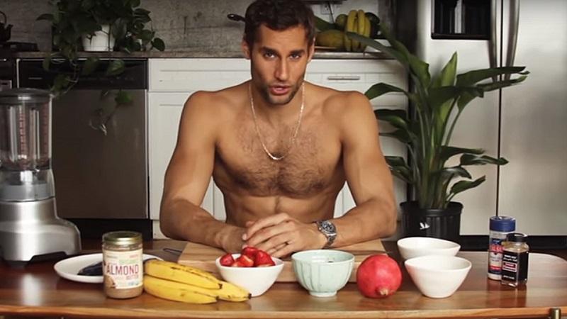 https: img-o.okeinfo.net content 2018 09 14 298 1950616 chef-ini-selalu-telanjang-saat-membuat-makanan-di-dapur-mau-ikut-masak-LTeuxJR6qX.jpg