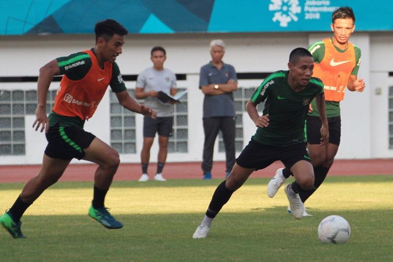 https: img-o.okeinfo.net content 2018 09 14 51 1950457 evan-dimas-dorong-dua-pemain-timnas-indonesia-main-di-luar-negeri-ycNdJGfU0J.jpg