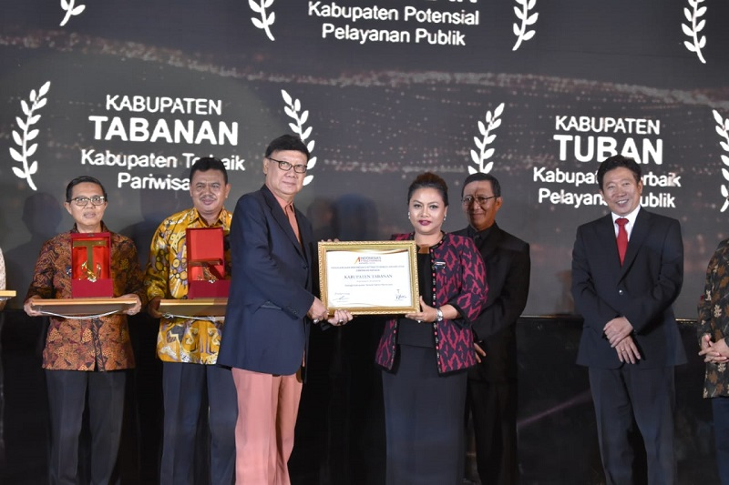 https: img-o.okeinfo.net content 2018 09 16 406 1951208 kembangkan-wisata-edukasi-tabanan-raih-penghargaan-indonesia-s-attractiveness-award-2018-0FNEYQOhQu.jpg
