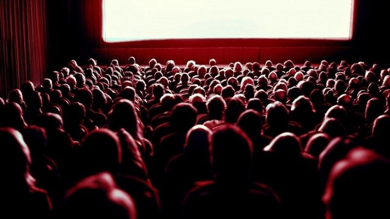 https: img-o.okeinfo.net content 2018 09 16 406 1951237 bioskop-bisik-dihadirkan-untuk-tunanetra-yang-gemar-nonton-film-mXfUEnGWNL.jpeg
