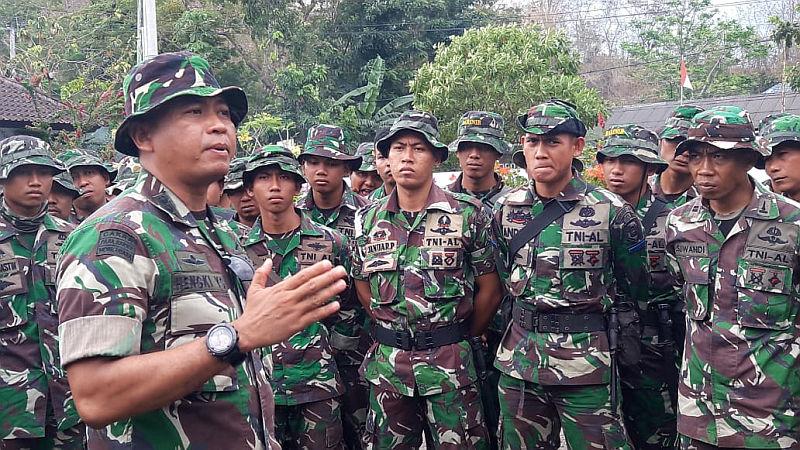 https: img-o.okeinfo.net content 2018 09 18 340 1952258 lombok-bangkit-100-prajurit-zeni-marinir-bantu-percepatan-pembangunan-2QltaehgDv.jpg