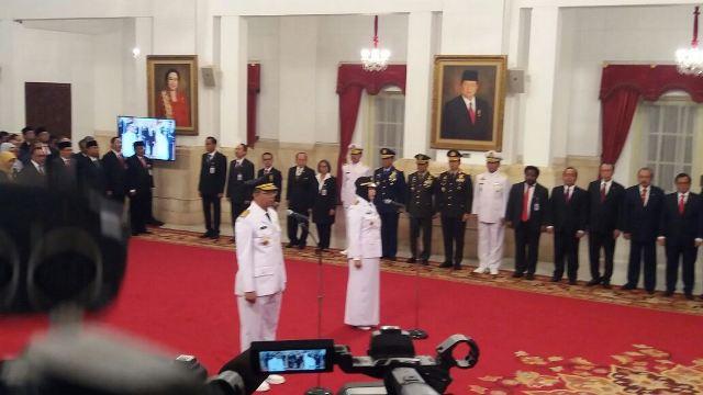 https: img-o.okeinfo.net content 2018 09 19 337 1952508 presiden-jokowi-melantik-gubernur-dan-wakil-gubernur-ntb-QHOhpTwEIX.jpg