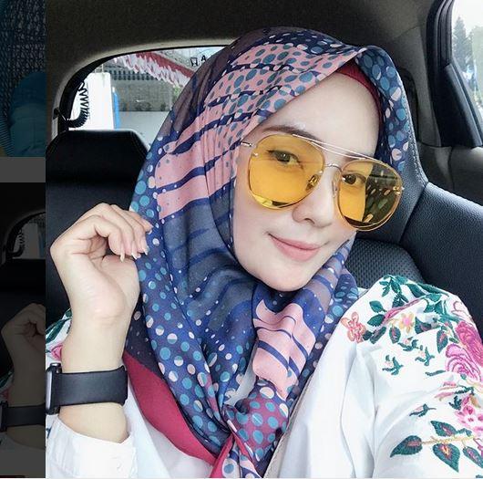 https: img-o.okeinfo.net content 2018 09 24 194 1954680 mengenal-istri-kapten-persib-lilis-yamaini-hijabers-yang-geulis-pisan-GFl19BvRB3.JPG