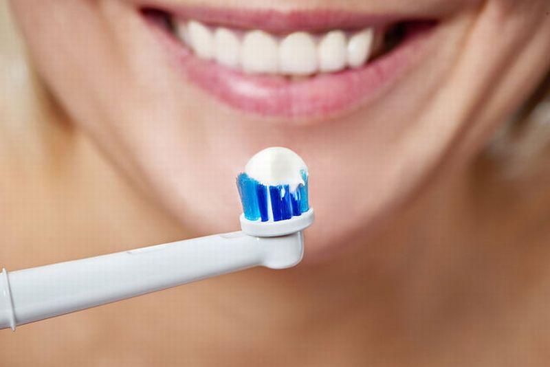 https: img-o.okeinfo.net content 2018 09 24 481 1954704 keuntungan-gunakan-sikat-gigi-elektrik-bagi-kamu-yang-pemalas-QBJhFDeRSo.jpg