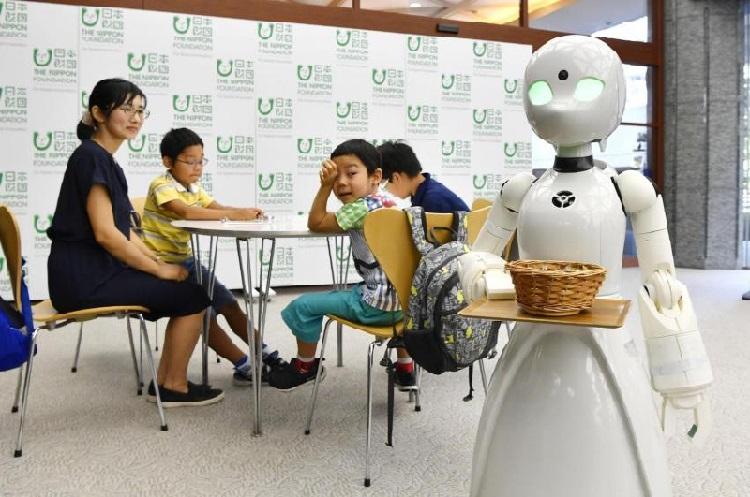 https: img-o.okeinfo.net content 2018 09 24 56 1954924 unik-robot-ini-bisa-dikontrol-dari-jarak-jauh-layani-pengunjung-kafe-Jl4KFO9J4V.jpg