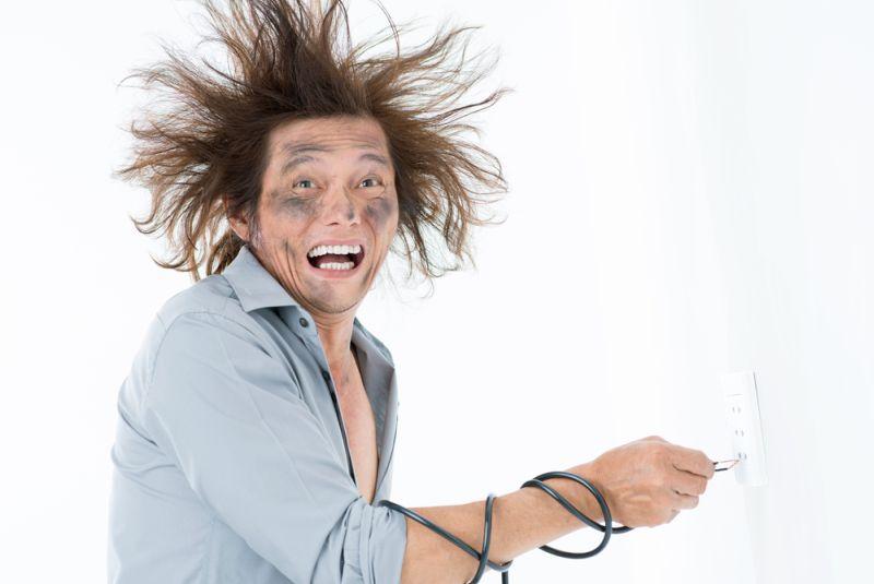 https: img-o.okeinfo.net content 2018 09 26 196 1956103 jangan-panik-ini-hal-yang-harus-kamu-lakukan-ketika-tersengat-listrik-uDGPTdRG40.jpg