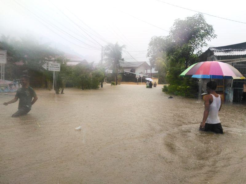 https: img-o.okeinfo.net content 2018 09 26 340 1956015 hujan-lebat-ratusan-rumah-di-kota-padang-terendam-banjir-vwuNJrrZ8D.jpg