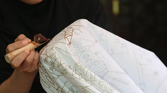 https: img-o.okeinfo.net content 2018 09 28 194 1956791 jogya-international-batik-biennale-2018-diharapkan-gaet-wisatawan-asing-OuSnZLceXt.jpg