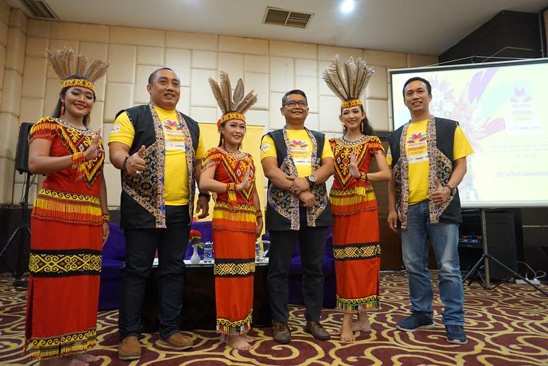 https: img-o.okeinfo.net content 2018 10 04 406 1959643 festival-pesona-lokal-promosikan-wisata-dan-budaya-pontianak-nhxPZKgsSx.JPG