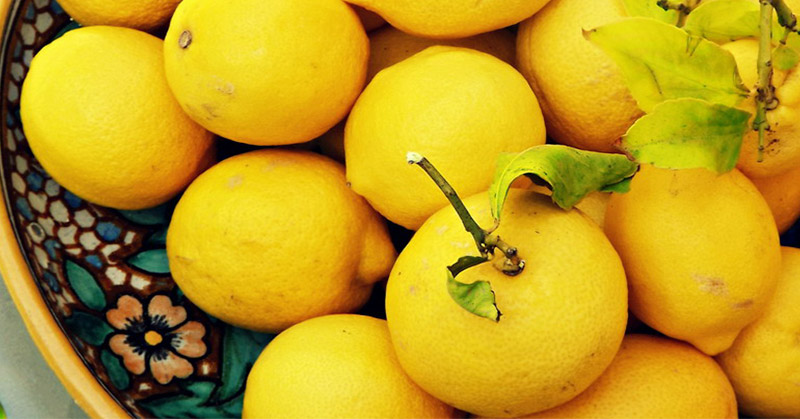 https: img-o.okeinfo.net content 2018 10 05 194 1960072 lupakan-oplas-yang-menyakitkan-gunakan-lemon-untuk-hilangkan-keriput-iEjFKP0F4B.jpg