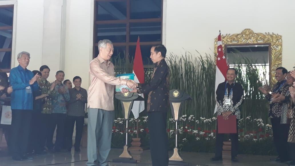 https: img-o.okeinfo.net content 2018 10 11 320 1962733 hasil-pertemuan-jokowi-pm-lee-ri-dan-singapura-sepakat-buka-jalur-kapar-pesiar-oPXzrUpVmk.jpeg