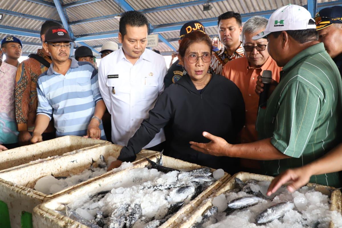 https: img-o.okeinfo.net content 2018 10 11 320 1962791 menteri-susi-nelayan-ngeluh-solar-susah-didapat-emzBe5c35b.jpeg